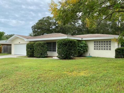 1568 Picardy Cir Clearwater FL 33755